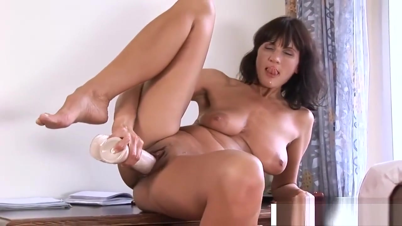 Lovely Stepmom Chelsea Fuck Sweet Tender Sons Friend pic of miley cyrus naked