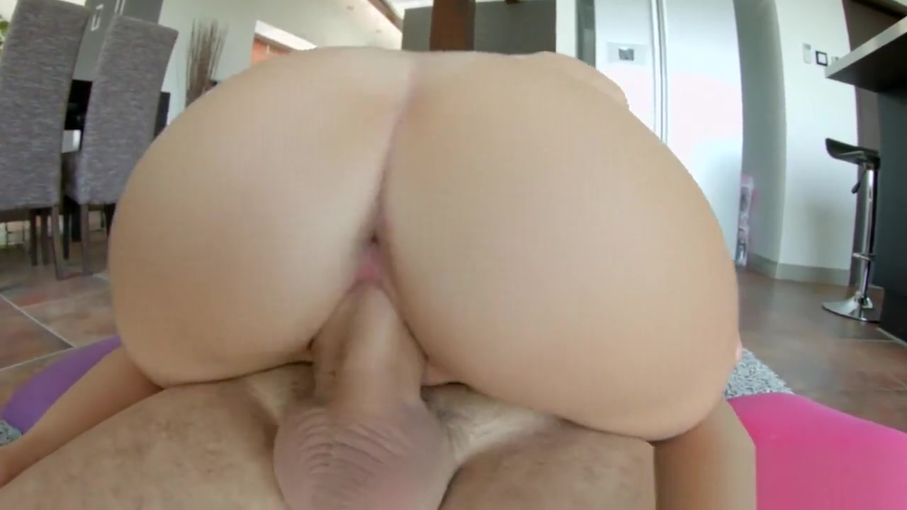Filling up Aprils pussy Big black dicks inside pussy close up pics
