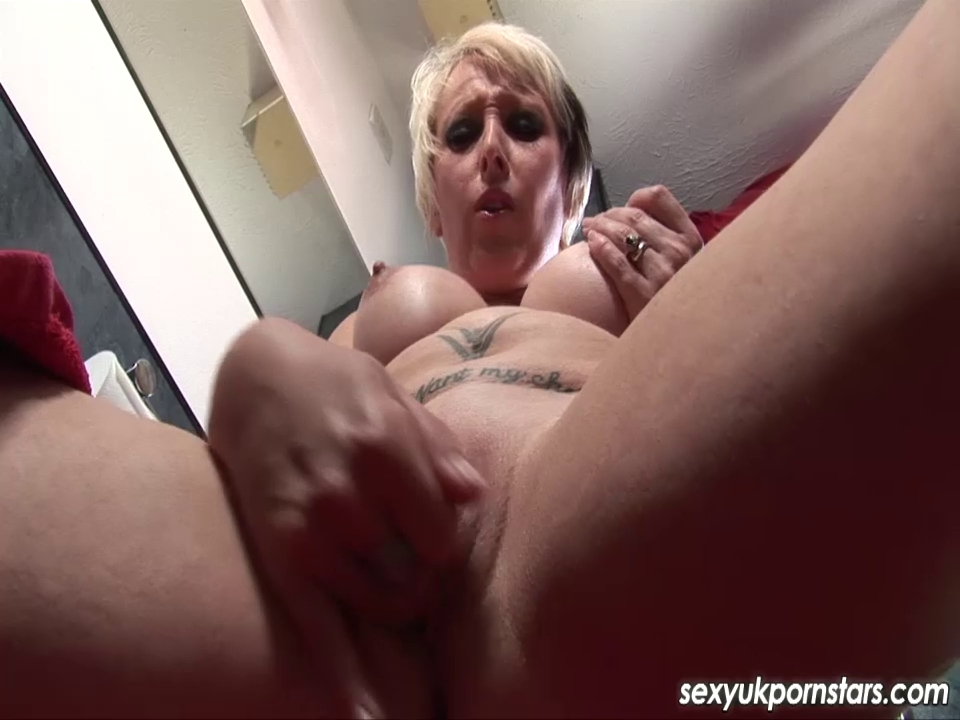 UK pornstar golden-haired Tracy Venus snatch play in the shower
