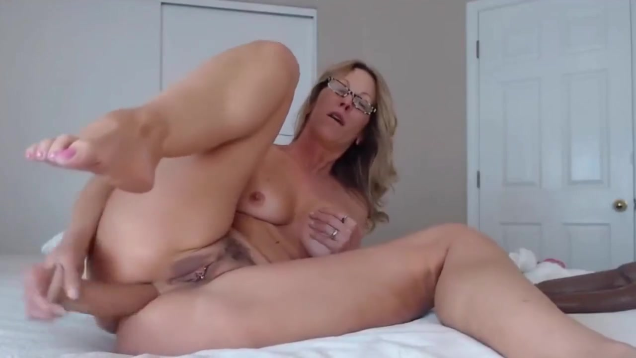 Booty blond MILF Jess Ryan gagging dildo n enjoys assfuck Two matures toy and dominate guy