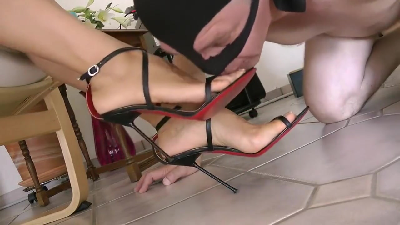 My Worthless Footslave - Goddess Leyla adriana lima sexiest pictures