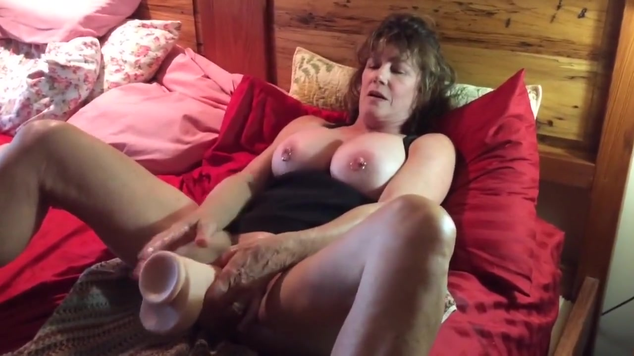 Milf stuffing herself Sexy nudes from movie scenes
