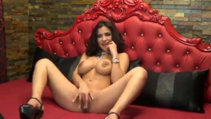 big tits milf masturbating at webcam