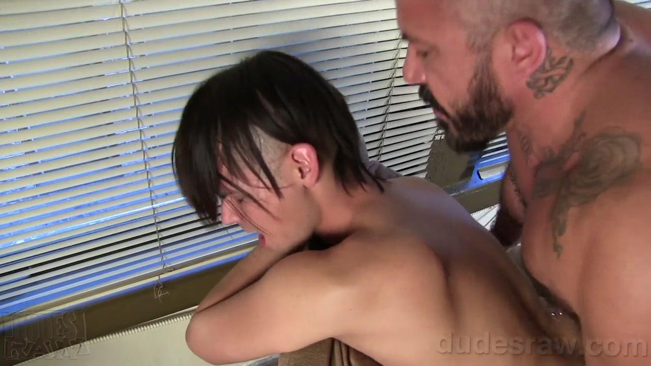 Allessio Romero Barebacks Danny Devine - DudesRaw Nude public wife