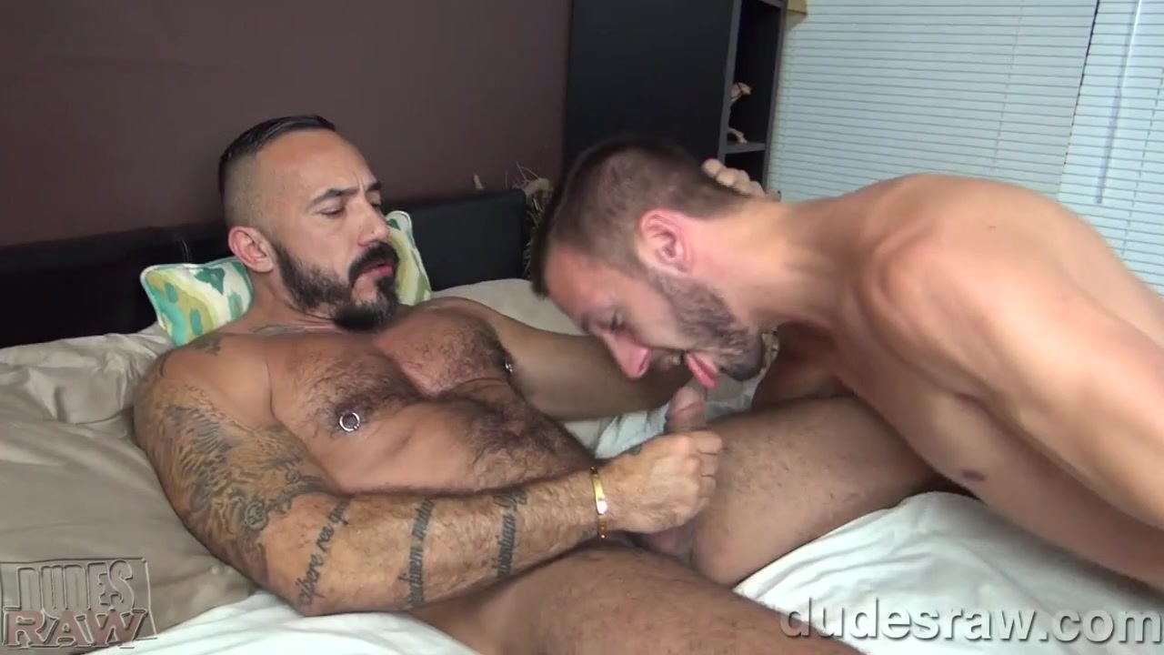 Alessio Romero Barebacks Dylan Hyde - DudesRaw video porn cum in mouth mom