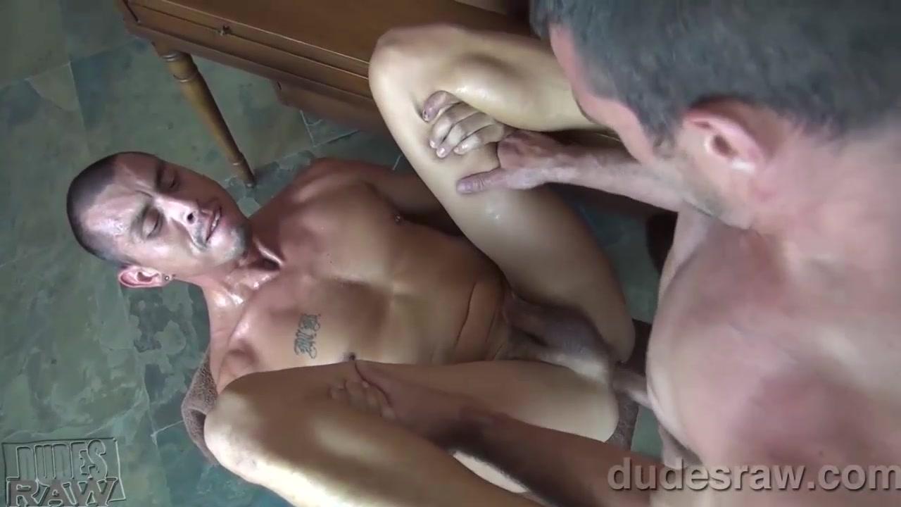 Brett Bradley Barebacks Crash Michaels - DudesRaw shemale police suzana holmes