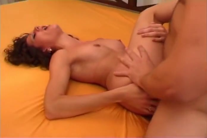 Alys Rebel toujours la pour une sodo Mature asshole close up