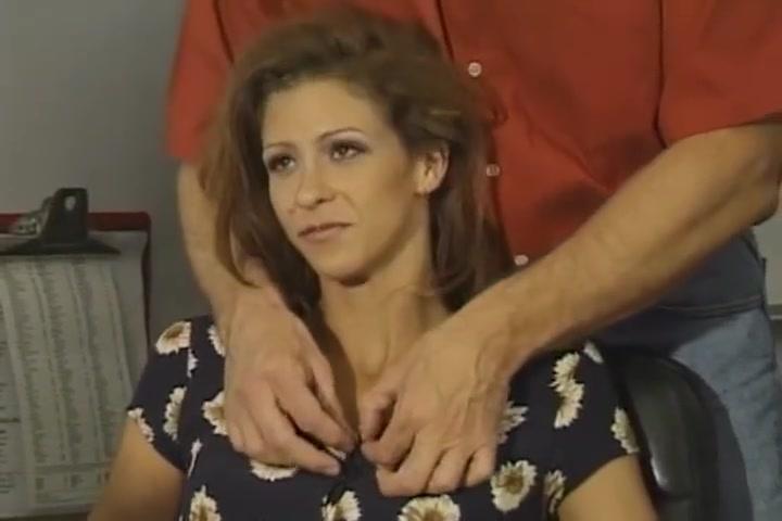 Mature leche le sperme sur le poste de TV Latinas yoga pants