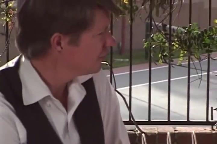 Putain de bombasse thaillandaise se fait enculer sous les yeux de son mec High Heeljop