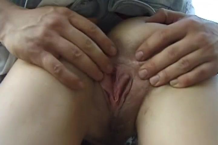 Jeune couple allemand sexhibe et baise contre la voiture Tumblr pussy labia close up