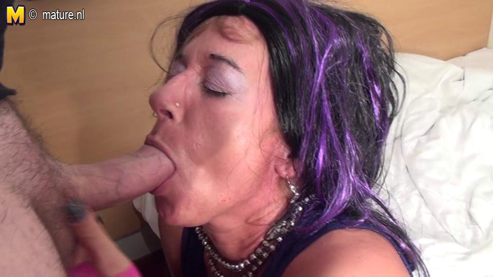 Old perv mommy engulfing a juvenile pecker Amor en linea espanol