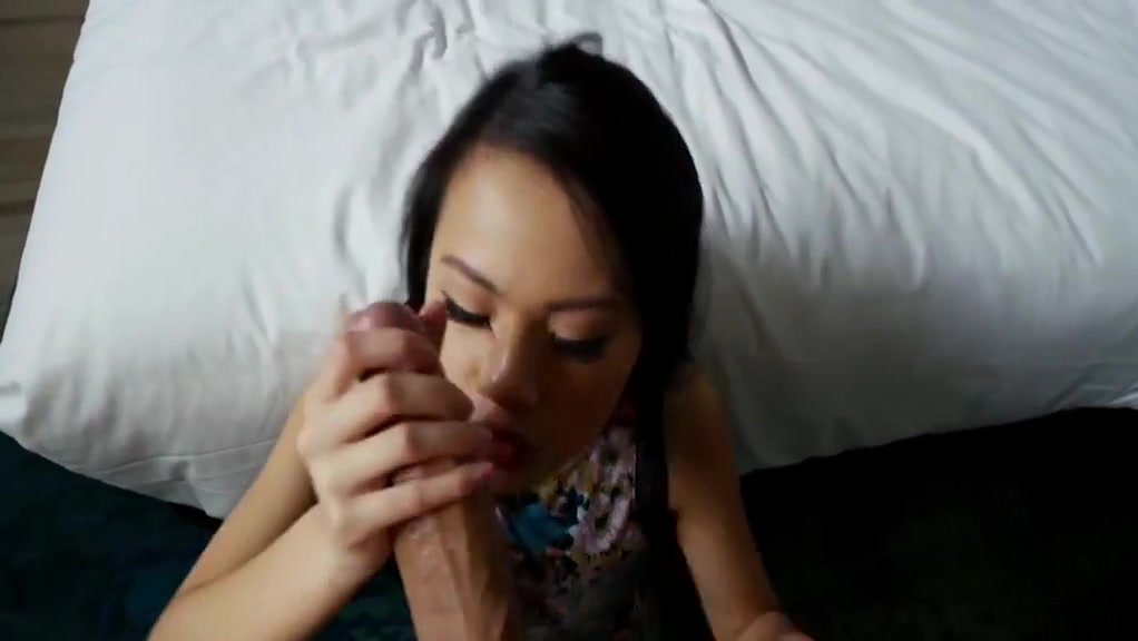 Sexy asian fucking in the bed