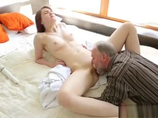 Teen Babe Licije Offering Pussy To Old Passersby 12 Inch Cock Shemales