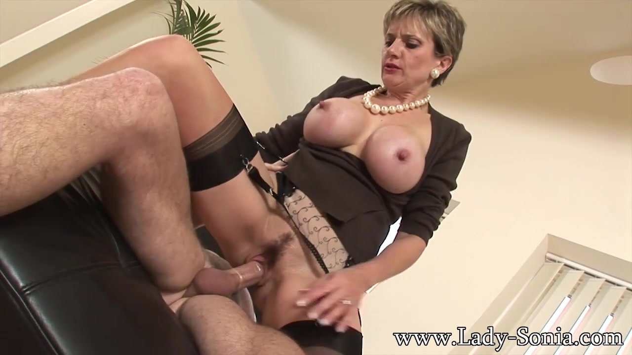 Unfaithful wife threesome - LadySonia Peanutbutter hand job