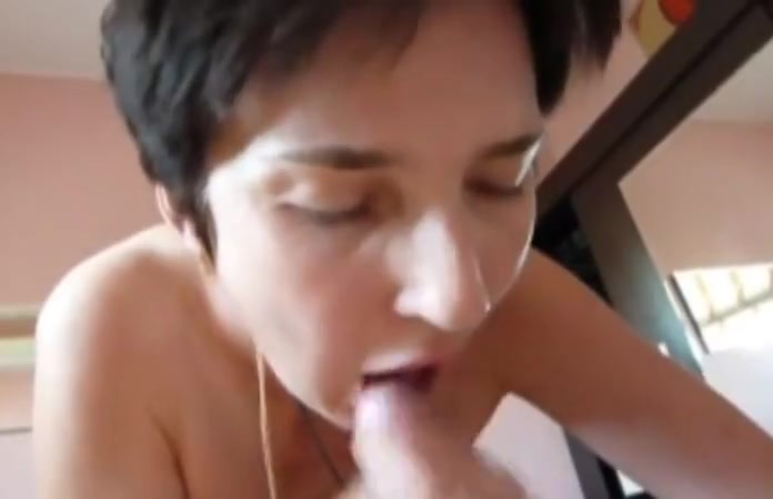 Mature slut loves sex with junior lovers