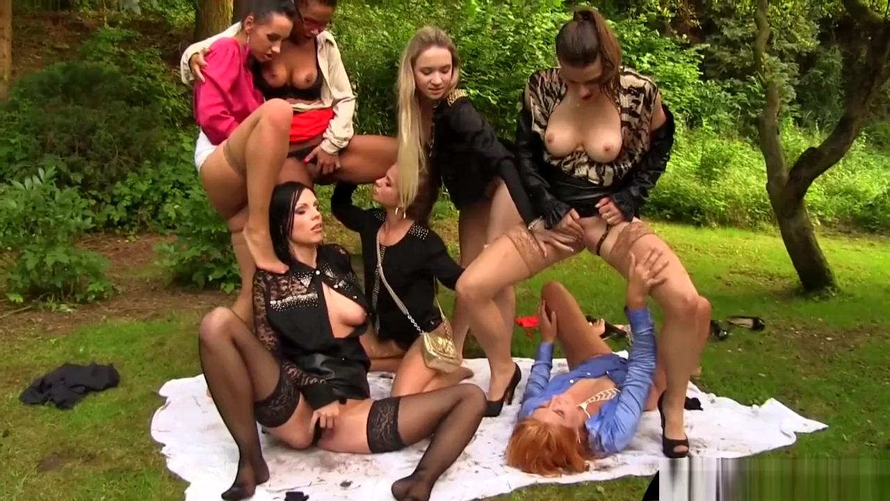 Fetish pissing orgy