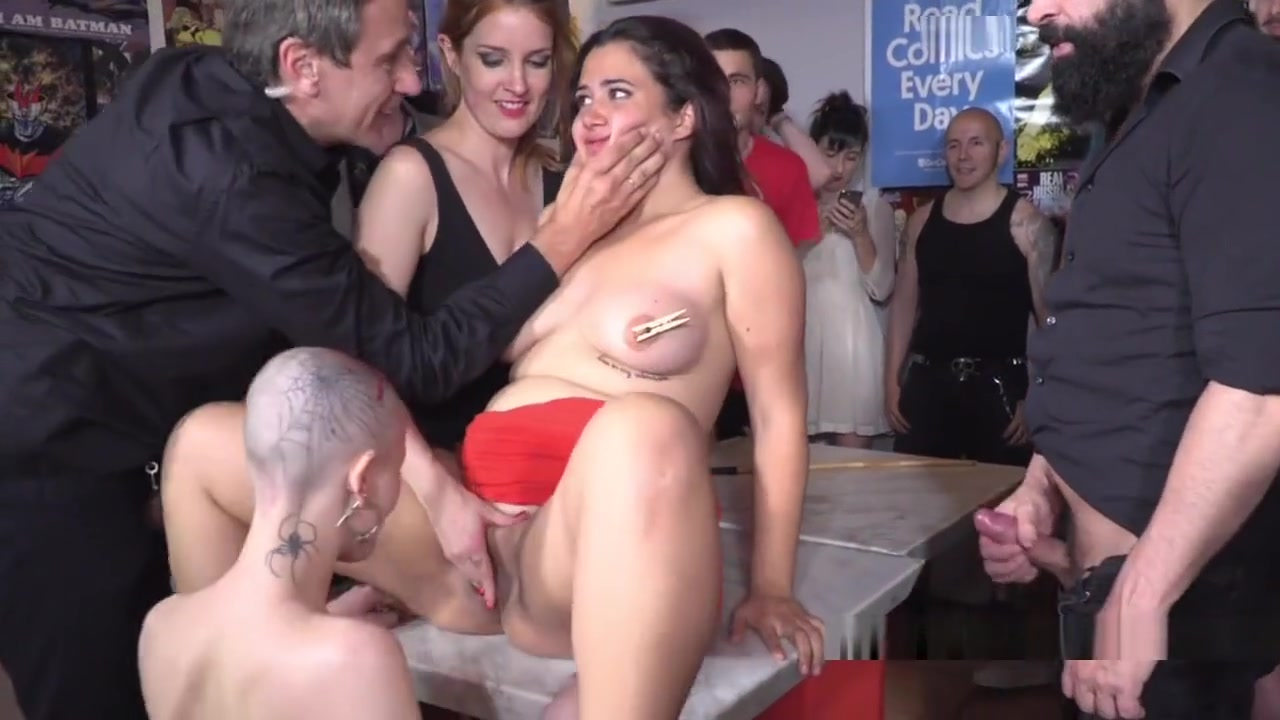 Brunette Trimmed In Lezdom In Public arabic girls for sex