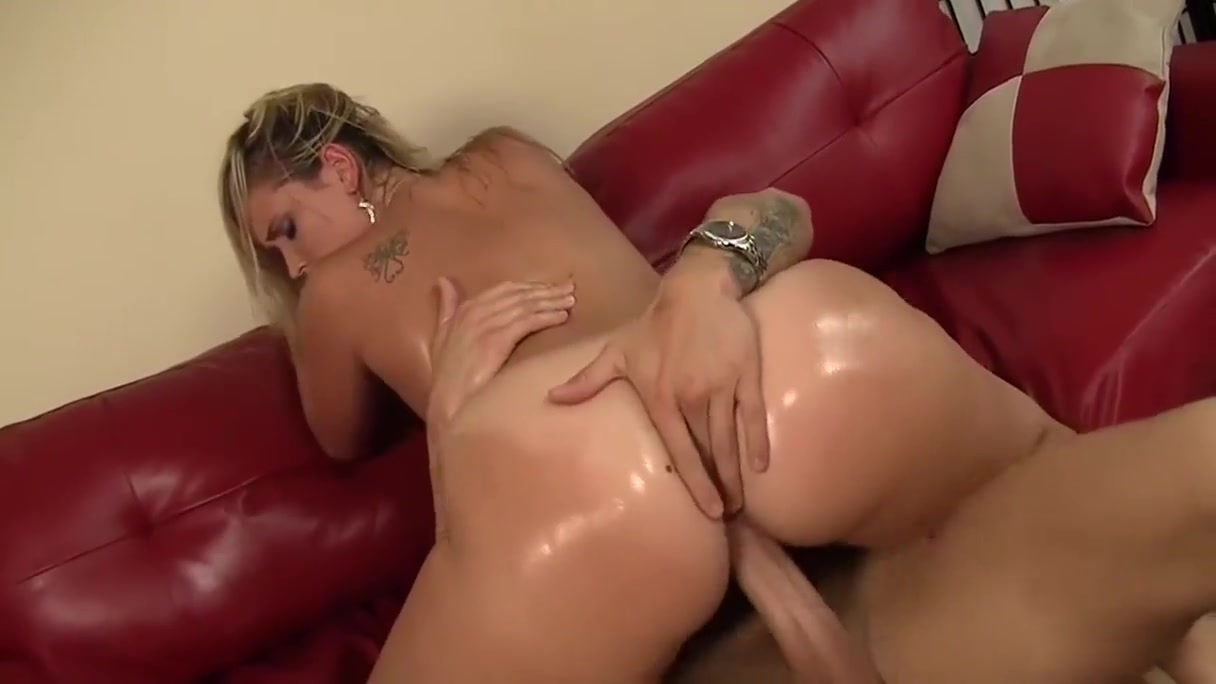 Big Booty Blonde Loves To Ride