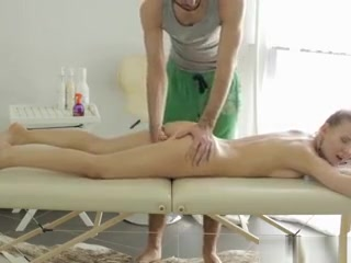 Things Heat Up For Horny Nika And Her Masseur Horny homemade Oldie Teens xxx video