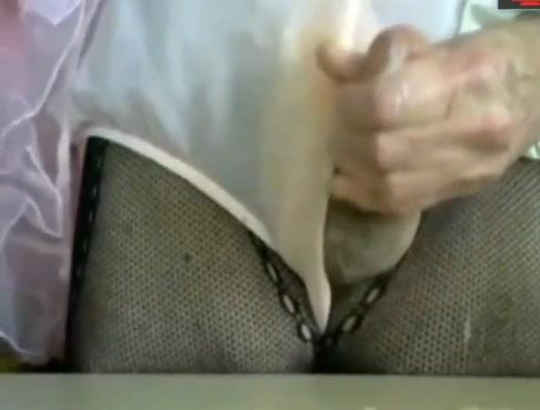 grandma tranny- cum cam Fit milf in black spandex walking(faceshot)