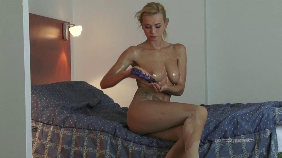 Elegant blond in oily hose Naked sexy hot women having sex