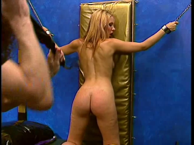 Blond with priceless naturals enjoying a SADOMASOCHISM session men at play boardroom files 4 0 puntos