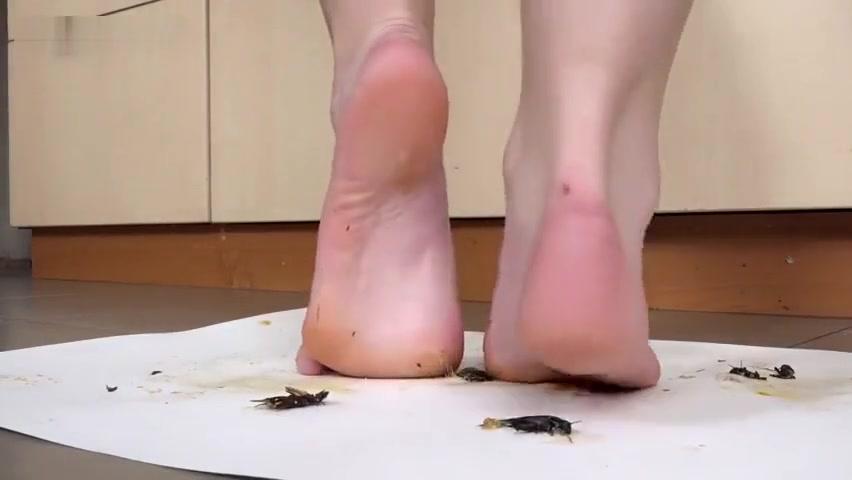 dasha crush locust bare feet