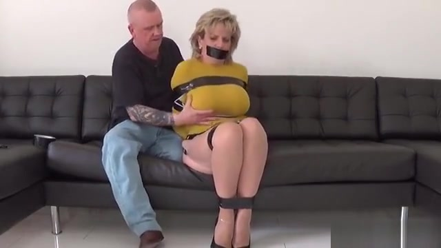Adulterous English Mature Lady Sonia Flashes Her Big Knocker Free granny porn vids
