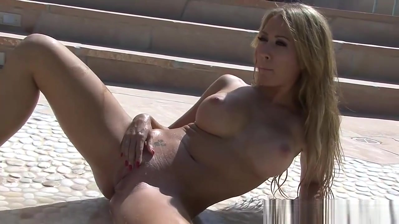 Ann Doesnt Need Bikini By The Pool Sexy pornstar doing a split