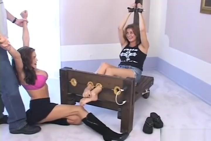 Mistress Use Feet Slave