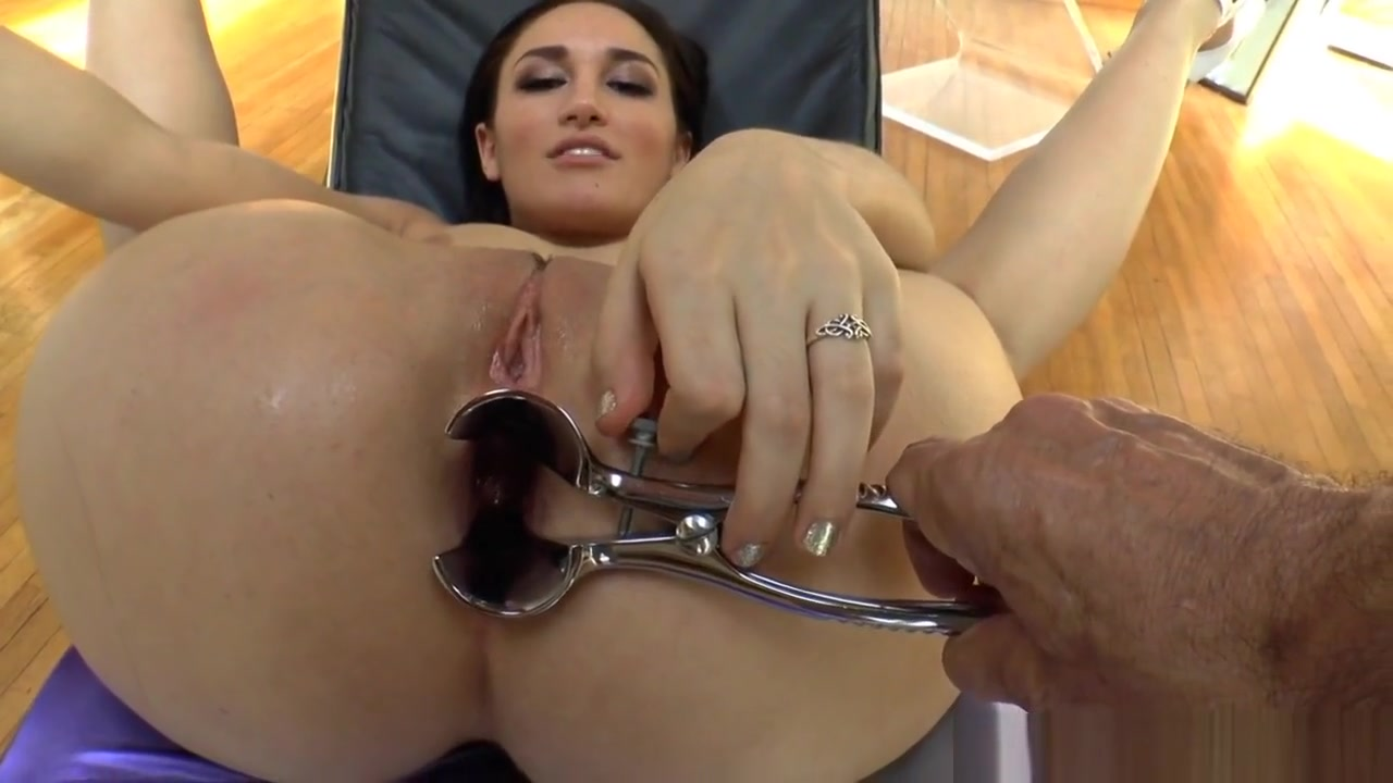 Assfetish Babe Spreads Her Ass With Speculum Ebony fat ass creampie