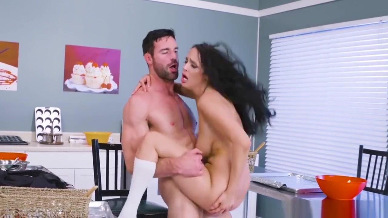 Sofi Ryan In Horny In Home Ec