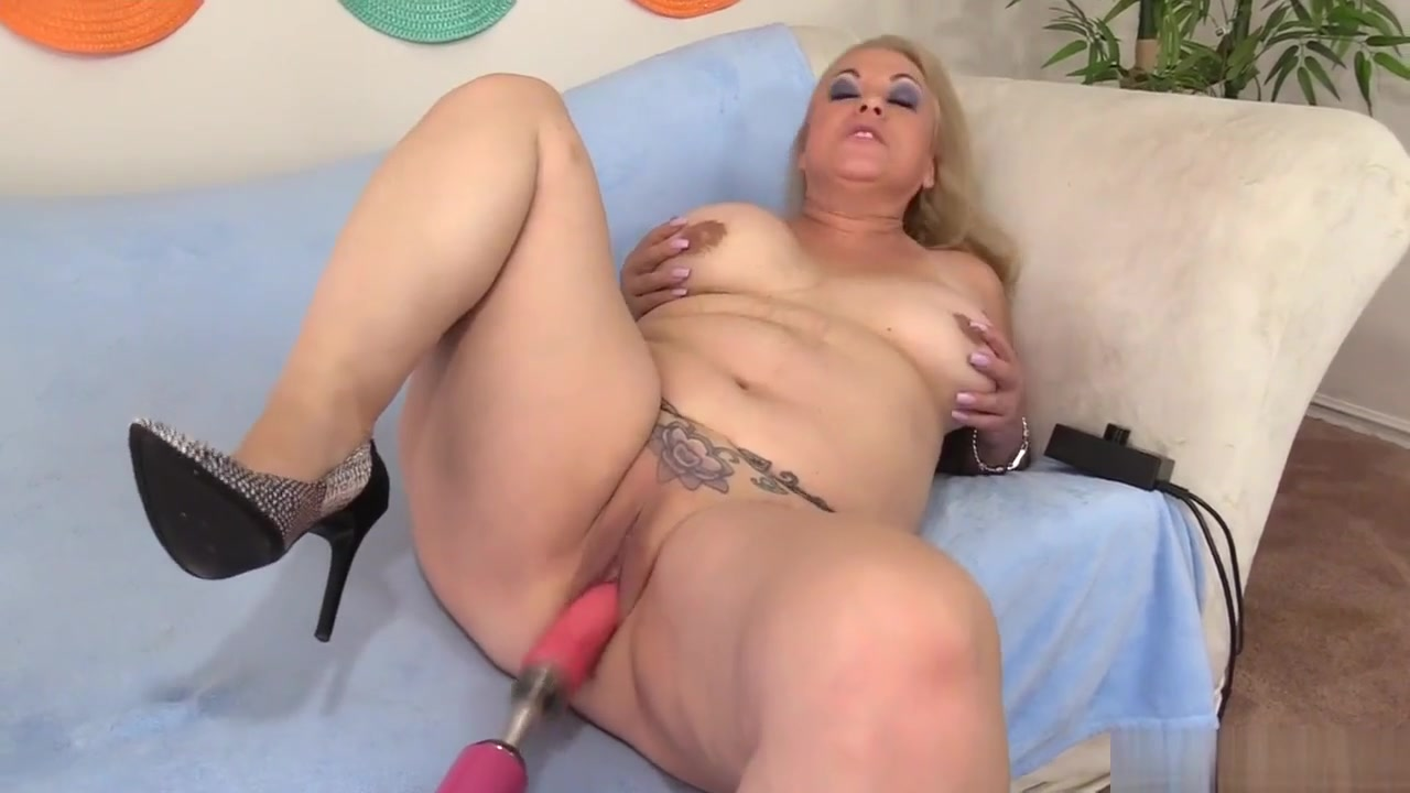 Mature Woman Is Satisfied By A Fucking Machine sex toys clit shocker