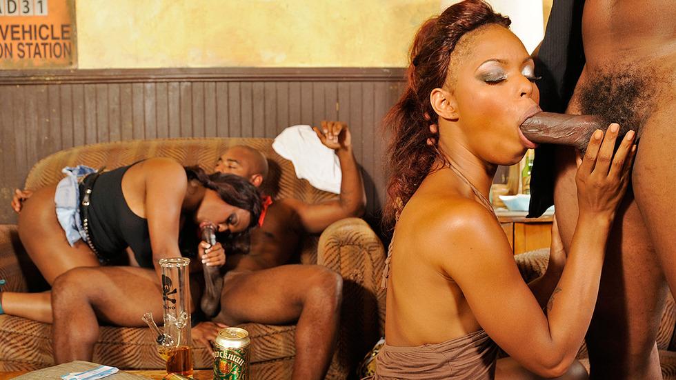 Массаж секс с негритянкой оргия фото девушек капроне