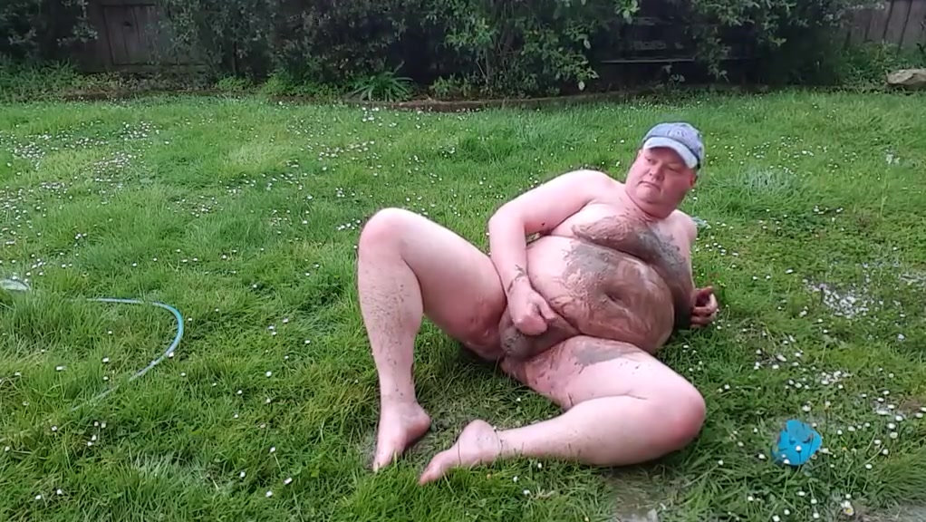 Fat man has muddy fun romantic couples search 1