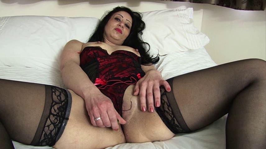 zrelaya-dama-v-chulkah-masturbiruet-porno-novinki-biseksualov