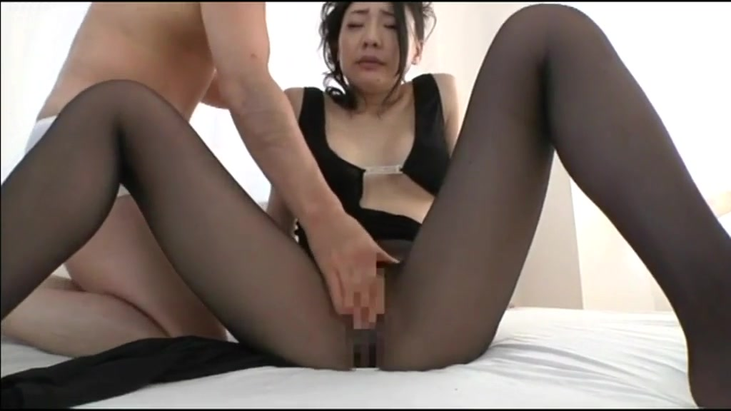 Guys fingering a hot Japanese girl girls on drugs having sex