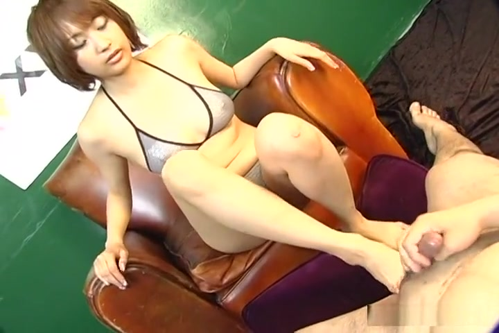 Reimi Fujikura Performs Foot Fetish Bliss! free gay hot top