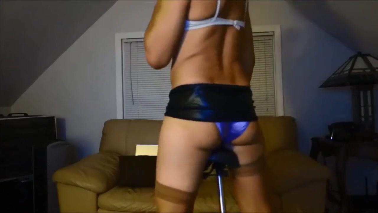 Panty Bottom Teases 4 Guys on Multi-Chat Slut in Usak
