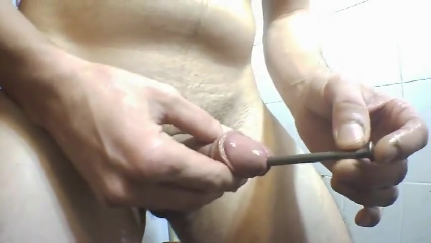 Chiodo infilato nel pene e sborrata Massage Sexxxx 2 Boy 1 Girl