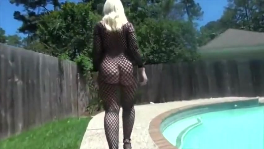 Hot wife PAWG Pornstar Mrs. Dee Siren ass walking ass cheeks on my white t