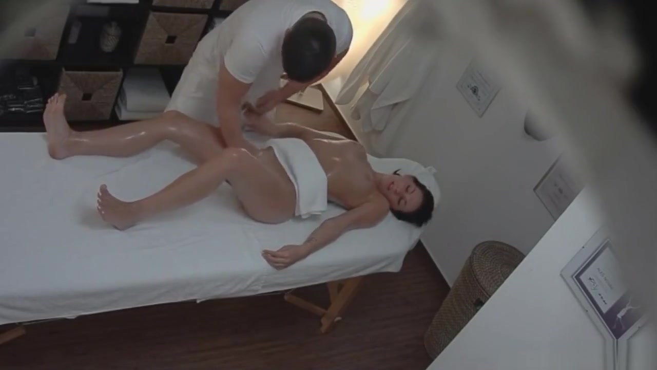 Brunette gets a happy ending massage adult anime movies online