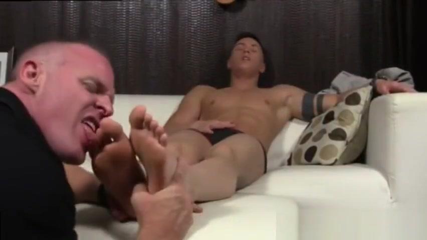 Free download gay sex boy emo Daddy Dev Worships Sebastians Feet keeping beautiful under the sun