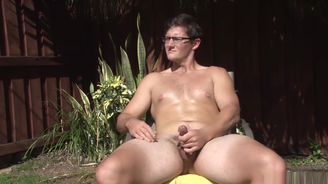 Brown haired Bull strokes by the pool, milks his cum out hands-free! perfect blow job lips