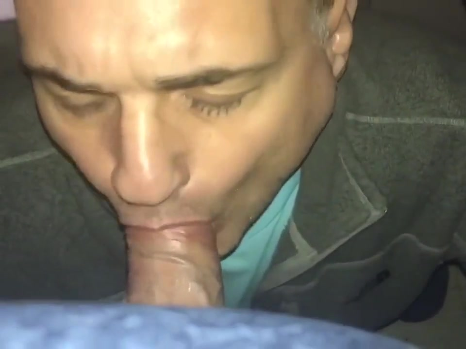 Sucking on my knees Free Fuck Meet