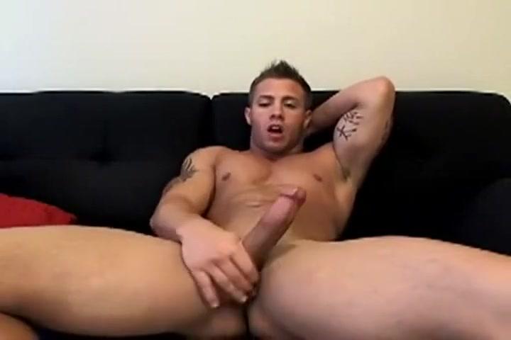 Hot Brazilian Muscle Man Cums on Cam video porno gratis de paris hilton