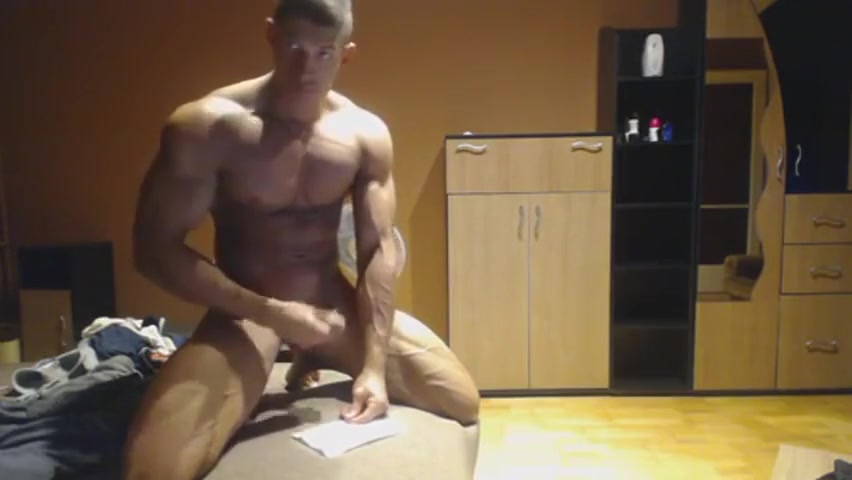 Ripped Guy Jerking on Cam Naked girls with black man