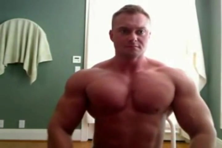 RIPPED Bodybuilder bulking up Orgasm with feet