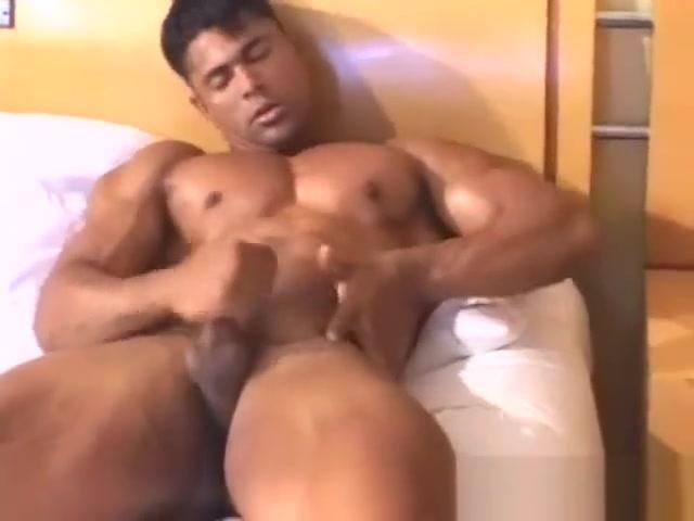 Ricardo Rey MH Ass hole waxing
