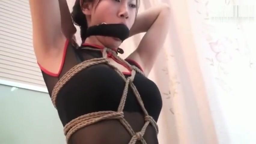 meet a self-bondage girl